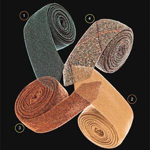 Ils sont faits de cuir, de laine ou de suède.
