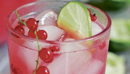 Sangria rosée aux petits fruits